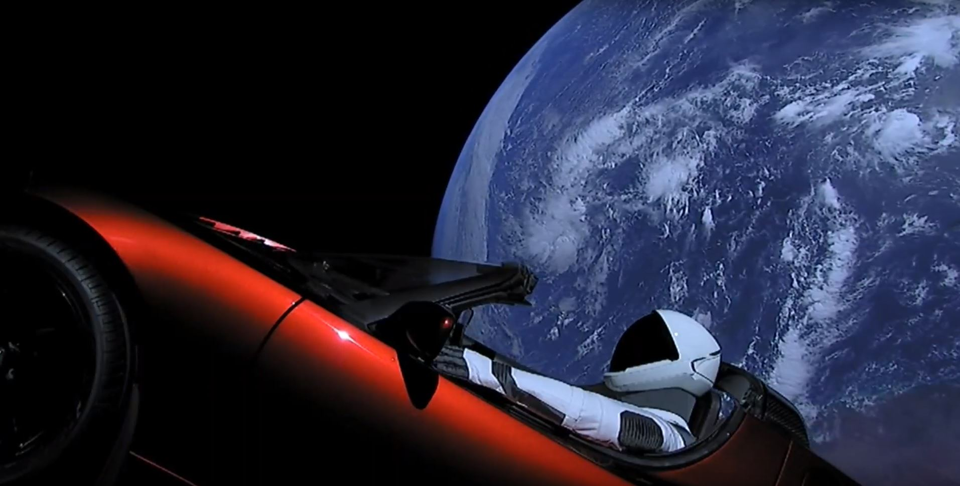 Lancement de la Falcon Heavy de SpaceX : le voyage de Starman au volant de sa Tesla rouge