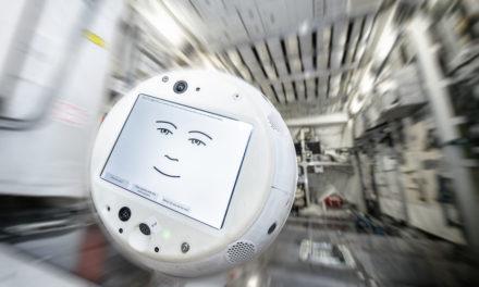Un robot doté d'intelligence artificielle dans l'espace