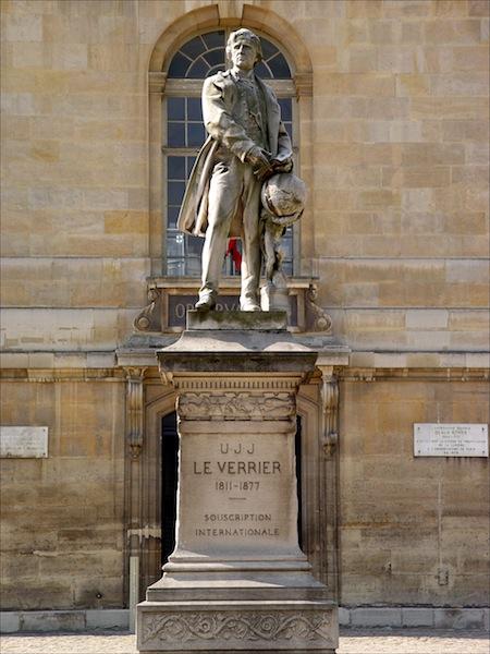 Statue de Urbain le Verrier à l'observatoire de Paris